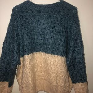 blue / white knit baggy sweater